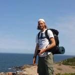 Fredrik njuter av utsikten vid Hovs Hallar